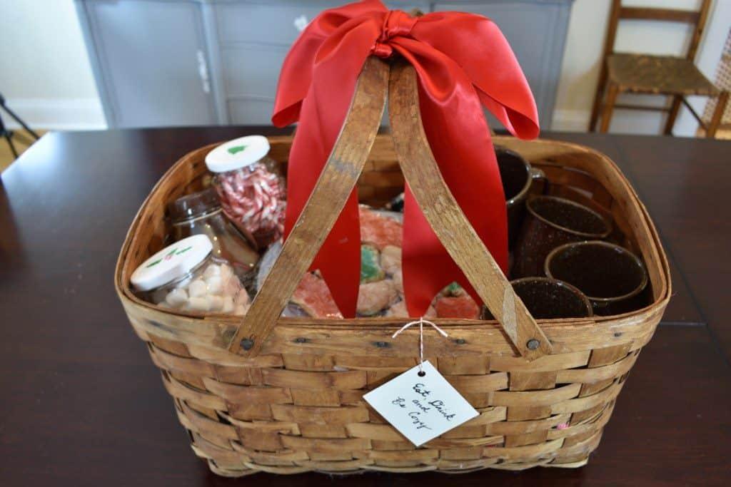 DIY Christmas Gift Vintage cocoa gift basket-zucchinisistes
